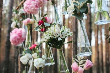 Wedding flowers decoration arch in the forest. The idea of a wedding flower decoration. Archivio Fotografico