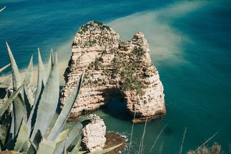 Beautiful views of the Atlantic Ocean and the rocks off the coast of Portugal next to the city called Lagos. Amazing natural landscape. Banco de Imagens