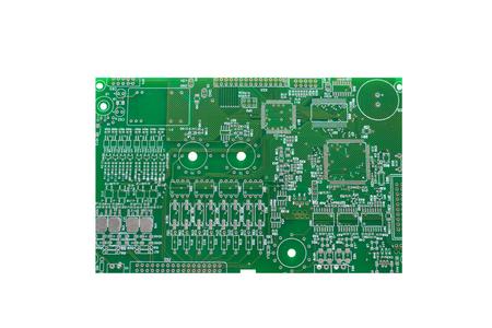 Una scheda con microcircuiti o una scheda computer è isolata su uno sfondo bianco. Archivio Fotografico