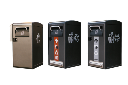 A set of modern smart garbage bins for waste collection for their further disposal. Isolated on white background. New technologies for garbage collection. Banque d'images - 107985546