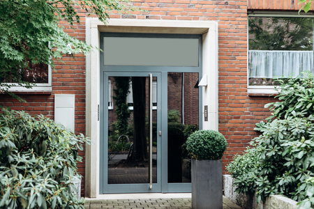 View of the glass door at the entrance to a residential house or guesthouse Banque d'images - 109792072