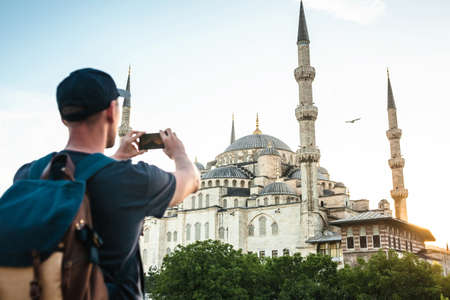 Tourist photographs the Blue Mosque in Istanbul in Turkey for memory. 版權商用圖片