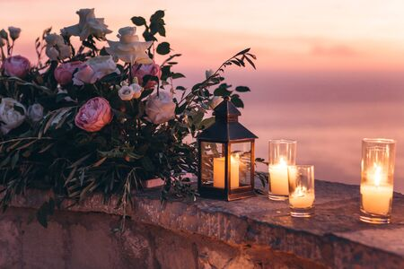 Candles and flowers as decorations in the evening.