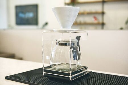 Special tool for alternative pour-over coffee brewing