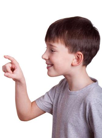 El niño señalando con el dedo a somthing. El niño pulsando en el botón imaginario. Foto de archivo - 4184302