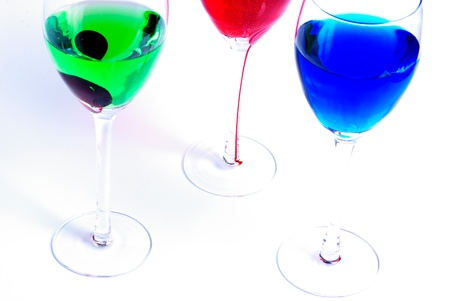 Liquide de couleur dans des verres rouge, bleu, vert Banque d'images - 13193072