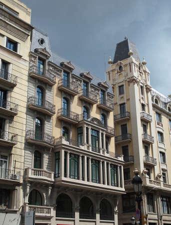 devanture: B�timent de fa�ade, vue � partir d'une rue publique, le centre de Barcelone, Espagne