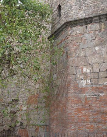 enclosing: seconda parete romana che racchiude di Barcino, Barcellona, ??Spagna Archivio Fotografico
