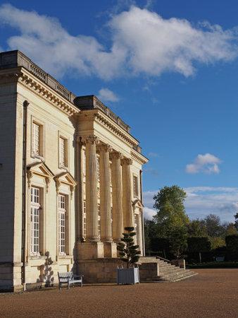 Pignerolles neo cl�ssico XVIII castelo � famoso por sediar o governo polon�s no ex�lio, a partir de setembro 1939 a junho 1940, durante a segunda guerra mundial.