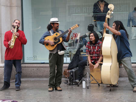 Barcelona april 2012, street musicians Editorial