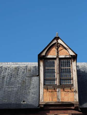 anjou: Madera y dormer ladrillo de un edificio del siglo XV de madera de medio siglo, Anjou, Francia