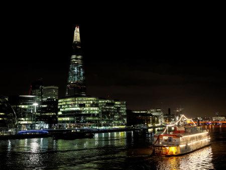 O Shard visto a partir do rio Tamisa, Londres, dez 2013