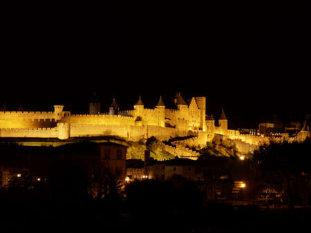 Cidade medieval de Carcassonne, � noite, Languedoc, Fran�a Editorial