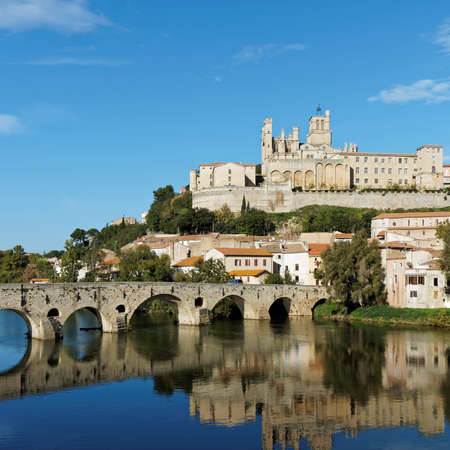 Beziers old city and pont vieux (old bridge) on the river orb in autumn Redakční