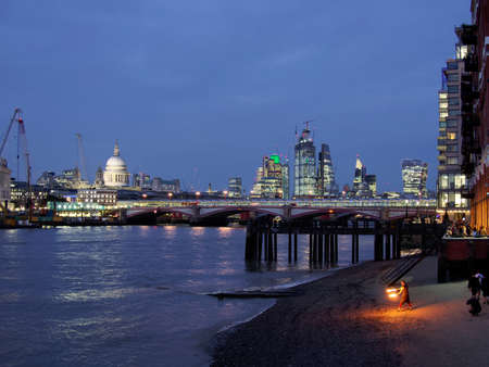 Blackfriars bridge area at dusk with a street performer in the foreground Reklamní fotografie