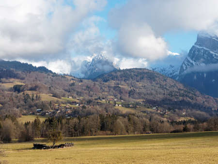 French alps, north side of the Giffre Valley opposite to Morillon ski resort in winter. Reklamní fotografie