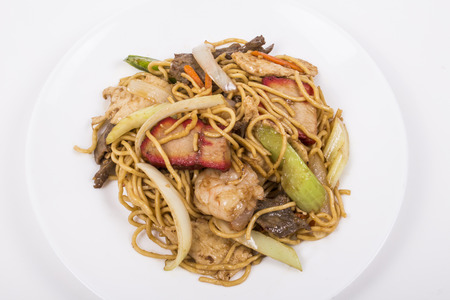 yi mein: Picture of Chinese Chicken Lo Mein, for uses in restaurants projects