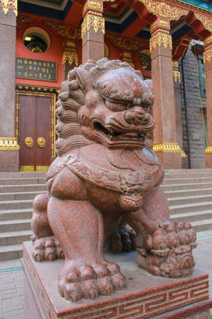 statue of a lion at a Buddhist temple Imagens