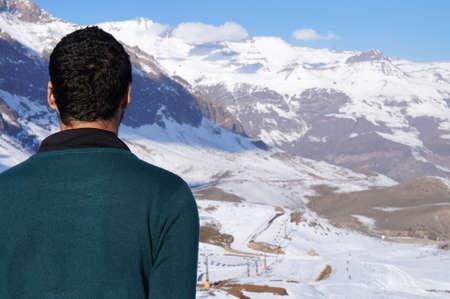 男チリの美しい風景を見て