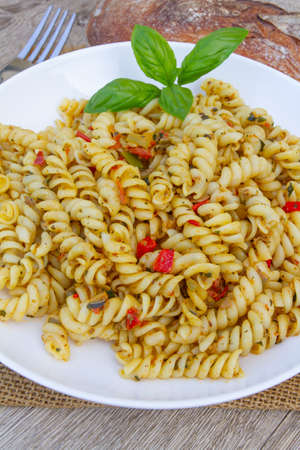 cold pasta salad with vegetables and curry Archivio Fotografico