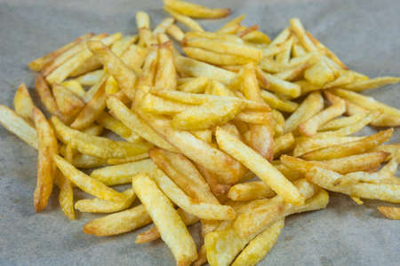 pile of fresh french fries in a dish 版權商用圖片