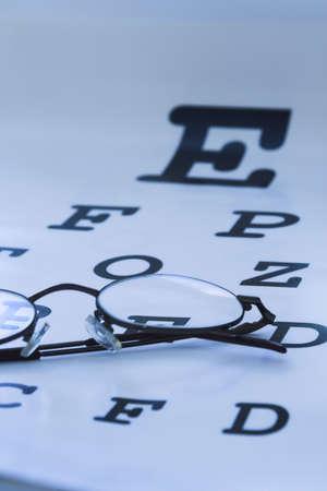sight chart: Optometrista cuadro azul de los ojos de prueba  Foto de archivo