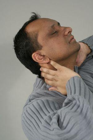 angor: douleur au cou des hommes