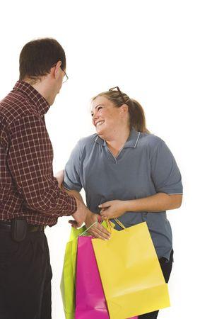 흰색 배경 위에 쇼핑 커플