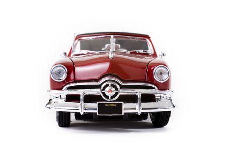 close-up van spaarartikelen auto over witte achtergrond