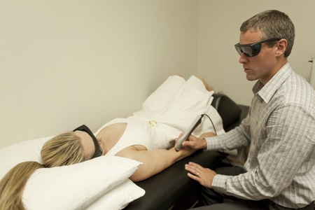 chiropractor with patient at a chiropractic clinic Imagens