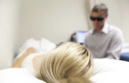 chiropractor with patient at a chiropractic clinic 스톡 콘텐츠