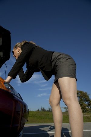 girl having engine trouble on the side of the road Banco de Imagens