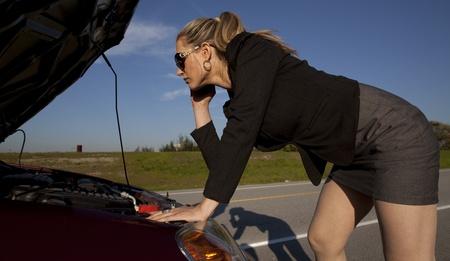 girl having engine trouble on the side of the road Reklamní fotografie