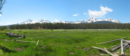 sawtooth national forest: Sawtooth Mountains in the Sawtooth National Recreation Area in Idaho Stock Photo