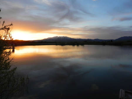sawtooth national forest: Sunset over Soldier Mountains and Kid Pond in Fairfield, Idaho Stock Photo