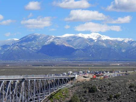 Rio Grote Gorge Bridge en Sangre de Cristo Mountains in New Mexico Stockfoto