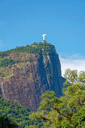 cristo: Cristo Redentor seen through the tropical vegetation of Rio de Janeiro