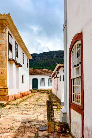 Paving stones made by slaves on the streets with colonial-style houses in the city of Tiradentes city, Minas Gerais state, built in the 18th century Standard-Bild