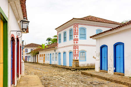 Streets of cobblestone and old houses in colonial style on the streets of the old and historic city of Paraty founded in the 17th century on the coast of the state of Rio de Janeiro, Brazil Standard-Bild
