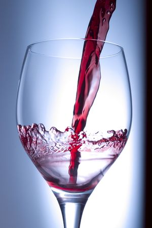 vin: Pouring wine into a glass