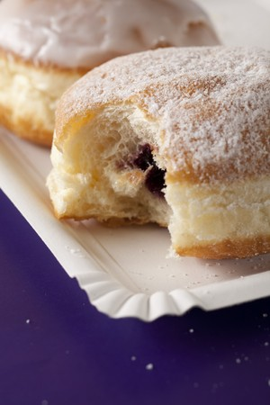 choux: Donut, choux pasteler�a rellena con mermelada