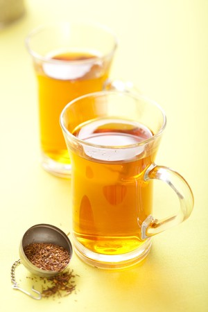 rooibos tea: glass of rooibos tea