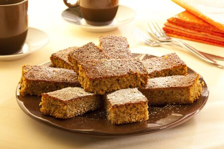sucre glace: Delicious gingerbread cake with icing sugar Banque d'images