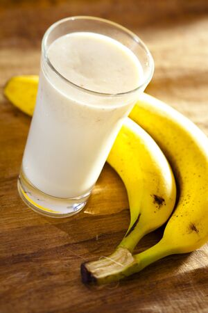 batidos frutas: icecold sirvió batido con plátano