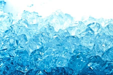 cubetti di ghiaccio: Cubetti di ghiaccio blu e lucido  Archivio Fotografico