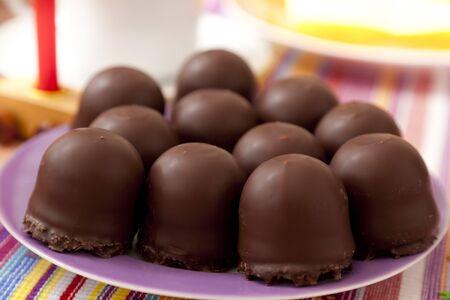 cream cake: small chocolate-covered cream cake