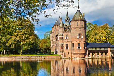 castle on water - De Haar (Holland) Stock Photo - 11044741