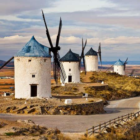 don quixote: Espa�a Medieval - Molinos de viento en Consuegra Foto de archivo