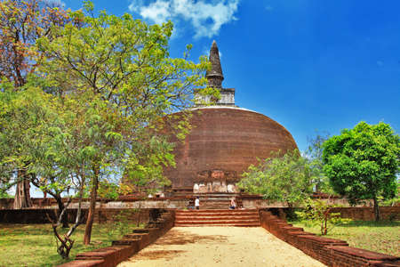 sri: Polonnaruwa , ancient stupa  travel in Sri lanka serie