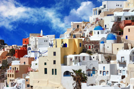 incre�ble Santorini, vista del pueblo de Oia photo